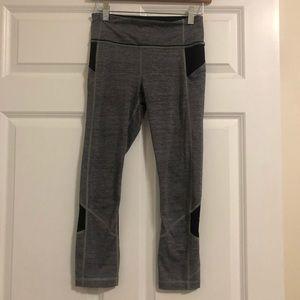 Lululemon Gray/Black cropped legging SZ 4